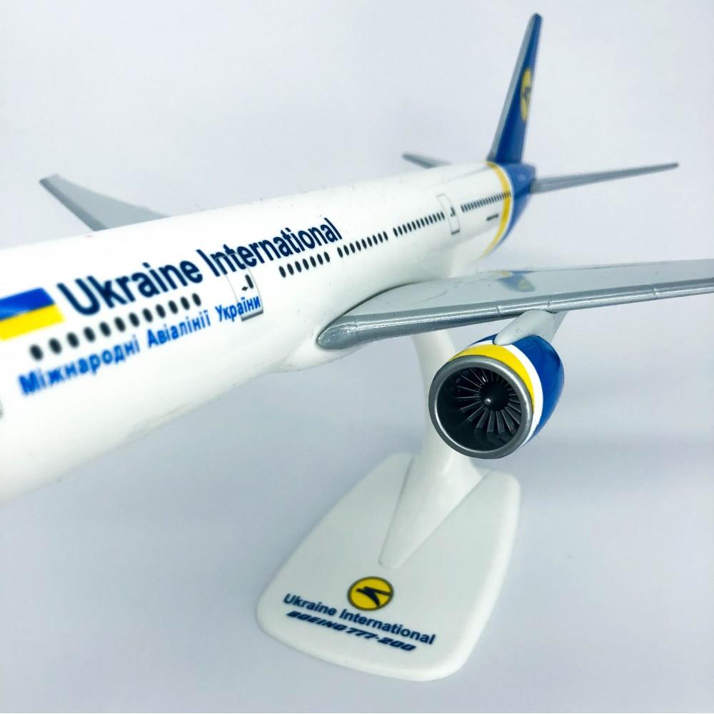 UIA Ukraine Boeing 777-200 1:200