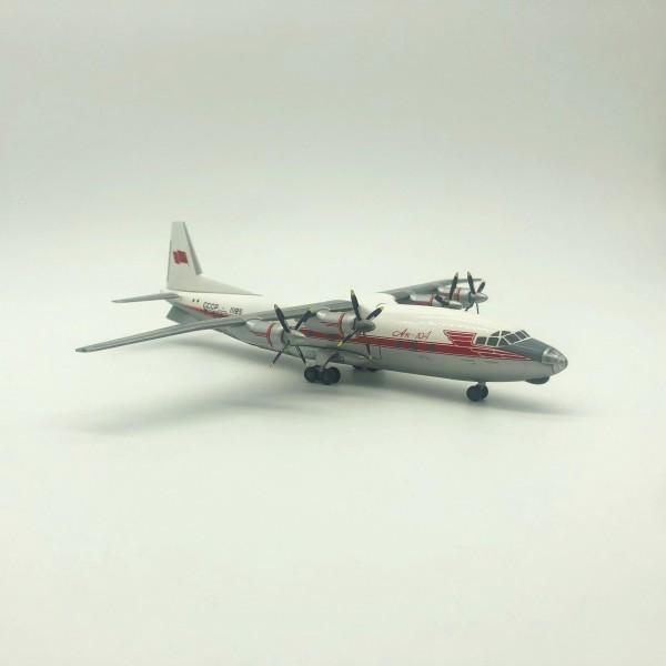 Antonov An-10 1:200