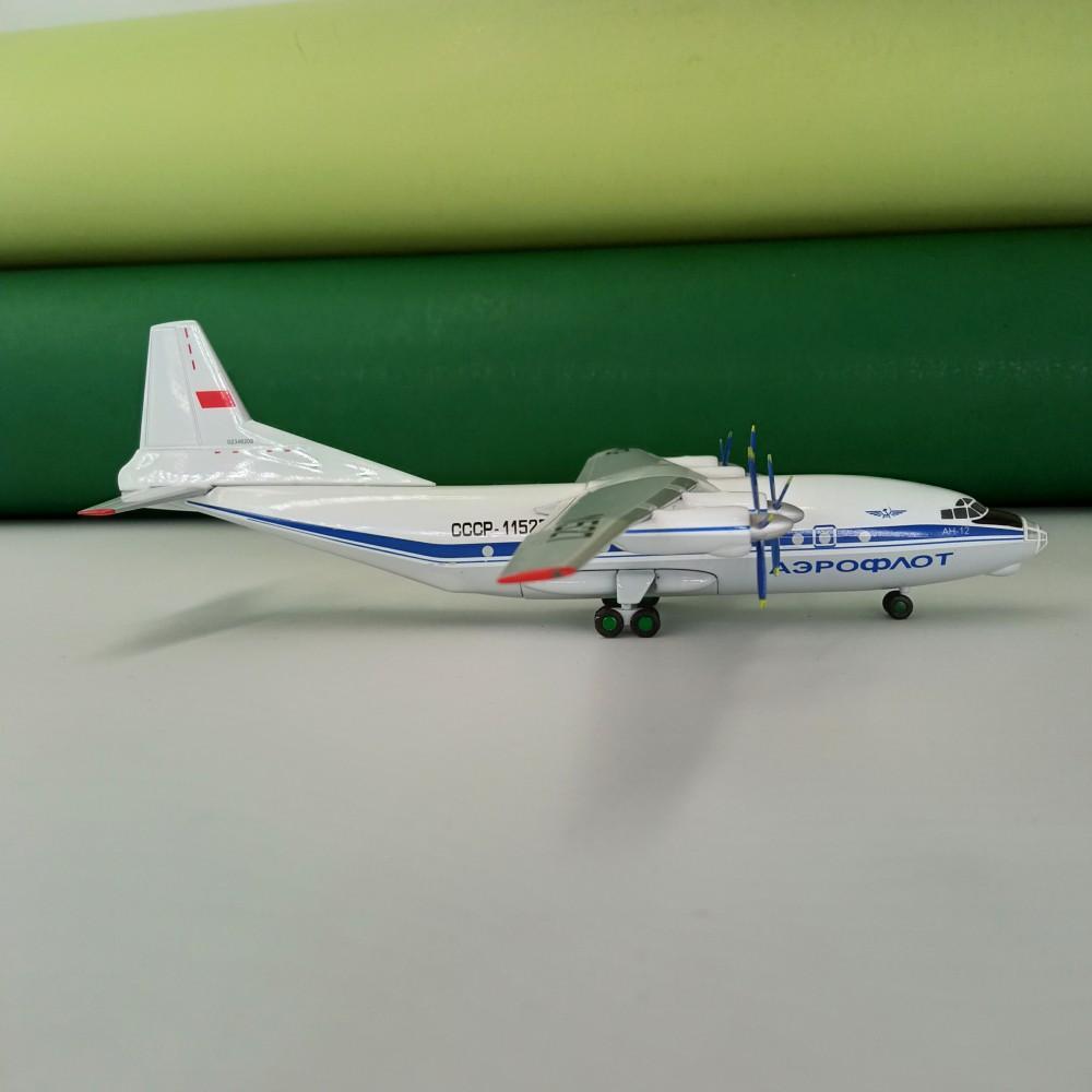 Antonov An-12 Aeroflot USSR Blue Livery 1:200
