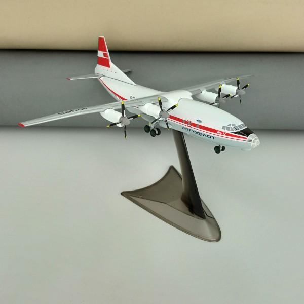 Antonov An-12 Aeroflot USSR Red Livery 1:200