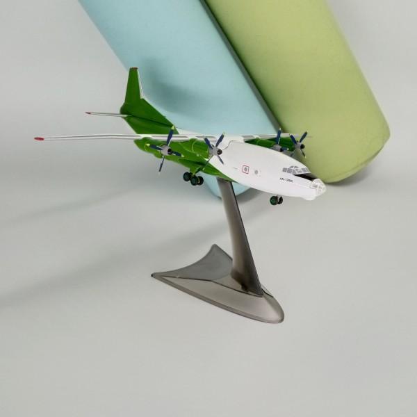 Antonov An-12 Cavok Green 1:200
