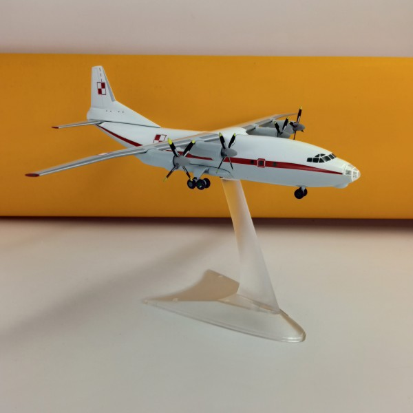 "Antonov An-12 Polish Goverment Air Force ""50"" 1:200"