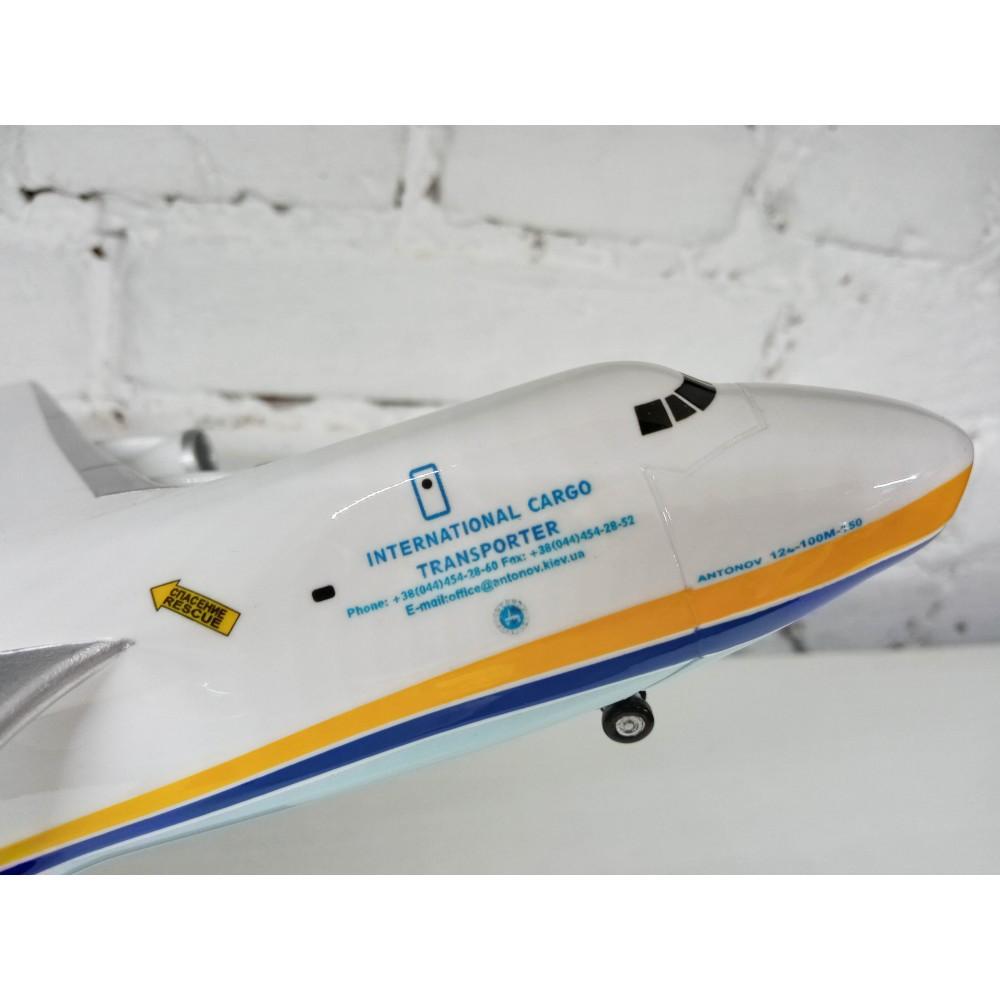 AN-124 Antonov Ruslan with chassis 1:200