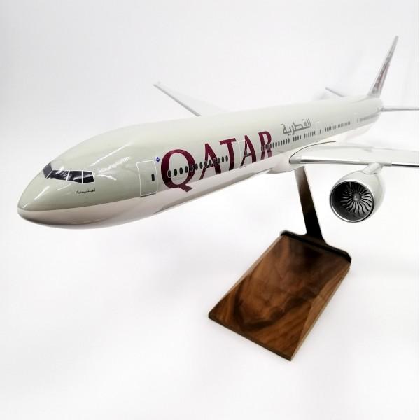 Boeing 777-300 Qatar 1:100