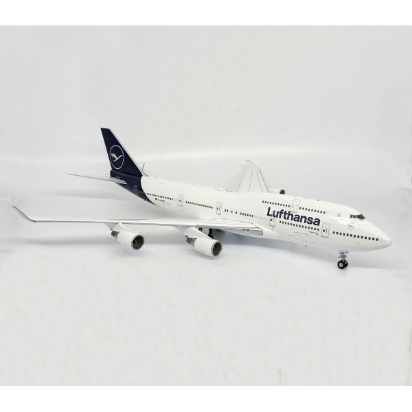 Boeing 747- 400 Lufthansa With Chassis 1:200