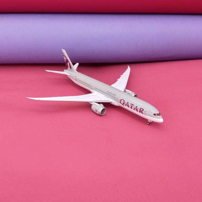 Boeing 787-9 Qatar 1:400