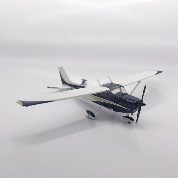 Cessna 172 Skyhawk 1:72